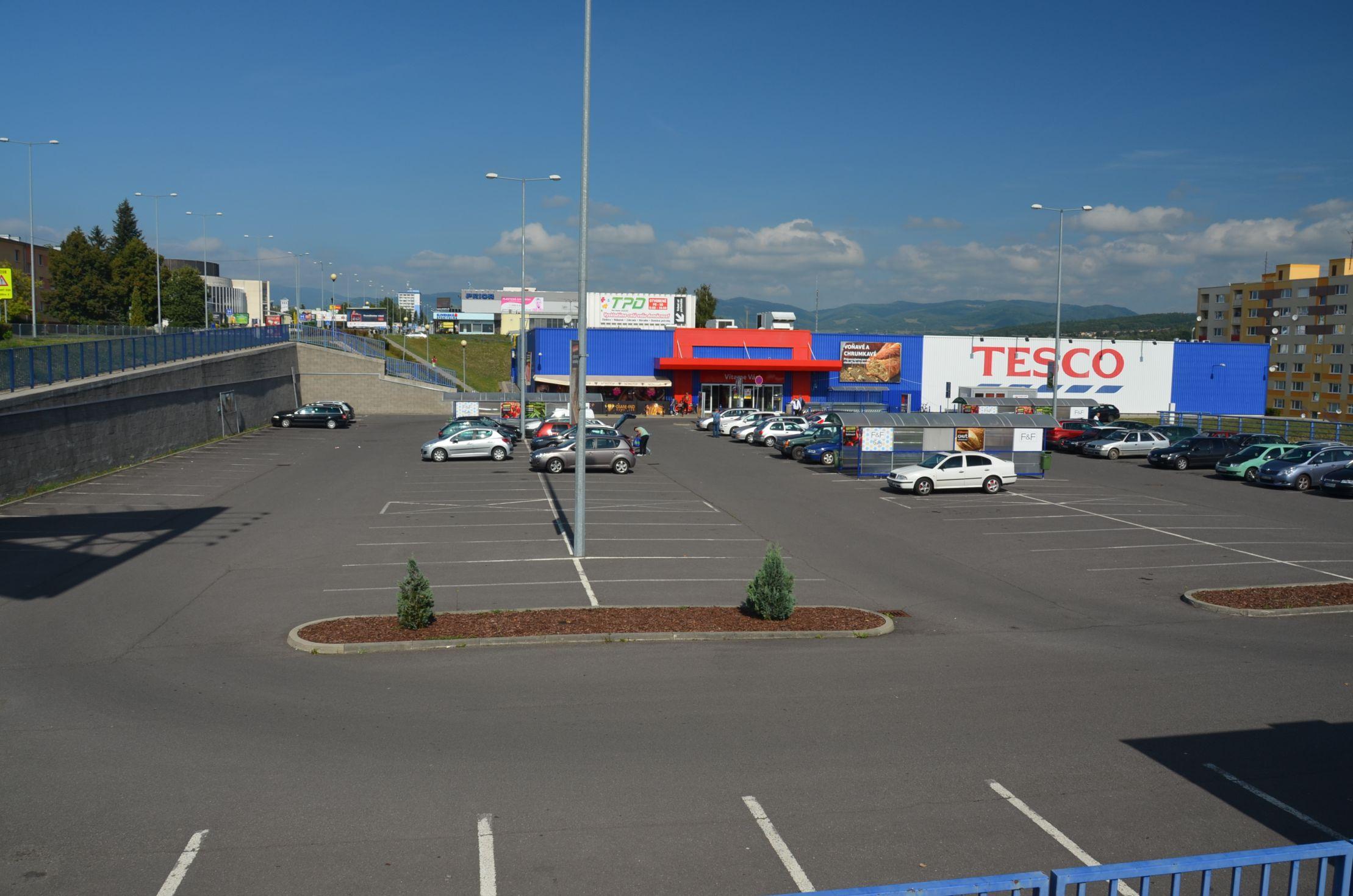 Hypermarket TESCO 1