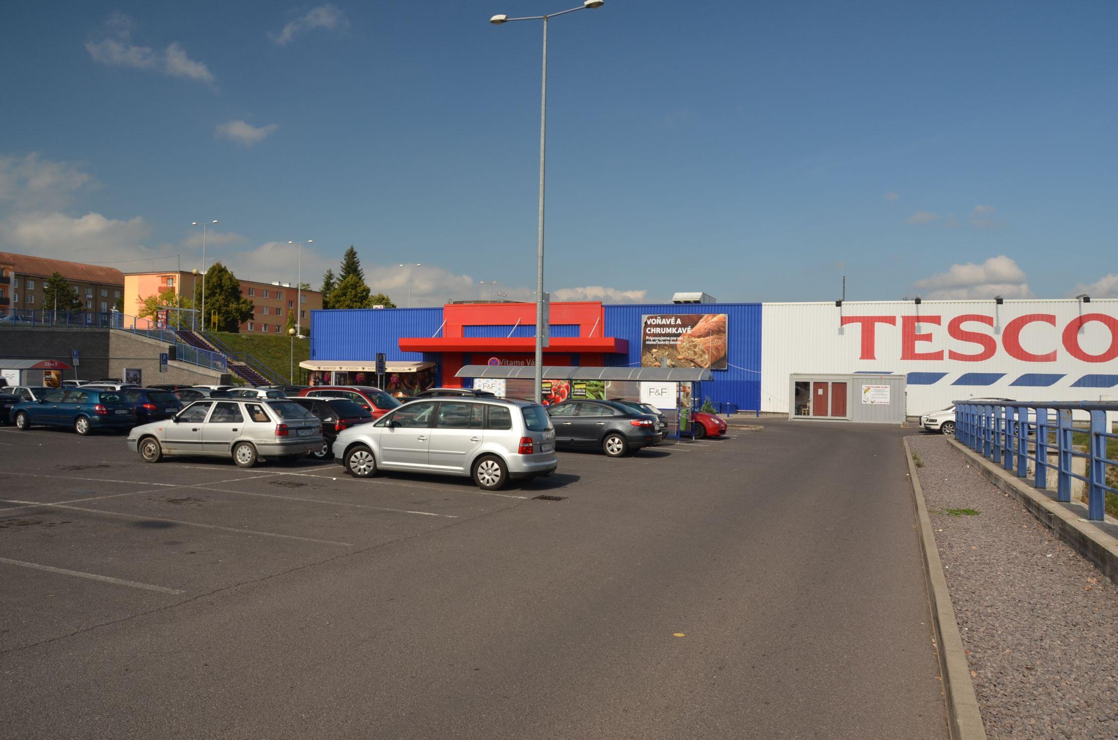 Hypermarket TESCO 2